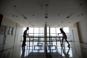 femei-frumoase-angajate-in-it-pentru-a-motiva-angajatii-5-300x200