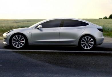 """Tesla Va Face Model 3 Mai Rapid Când Elon Musk Scapă Din """"IAD"""""""