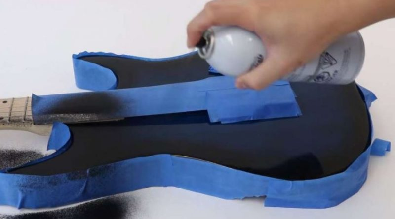 spray touch-pad aplicat pe chitara electrica