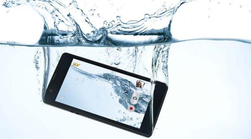 Ce poti sa faci daca ai scapat telefonul in apa